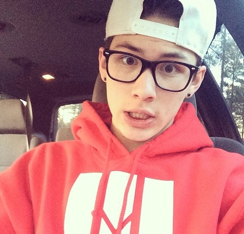 Vine-Star-Carter-Reynolds-In-Trouble-for-Leaked-Video-Tries-to-Clarify-What-Carter-Reynolds-C-wallpaper-wp4008293