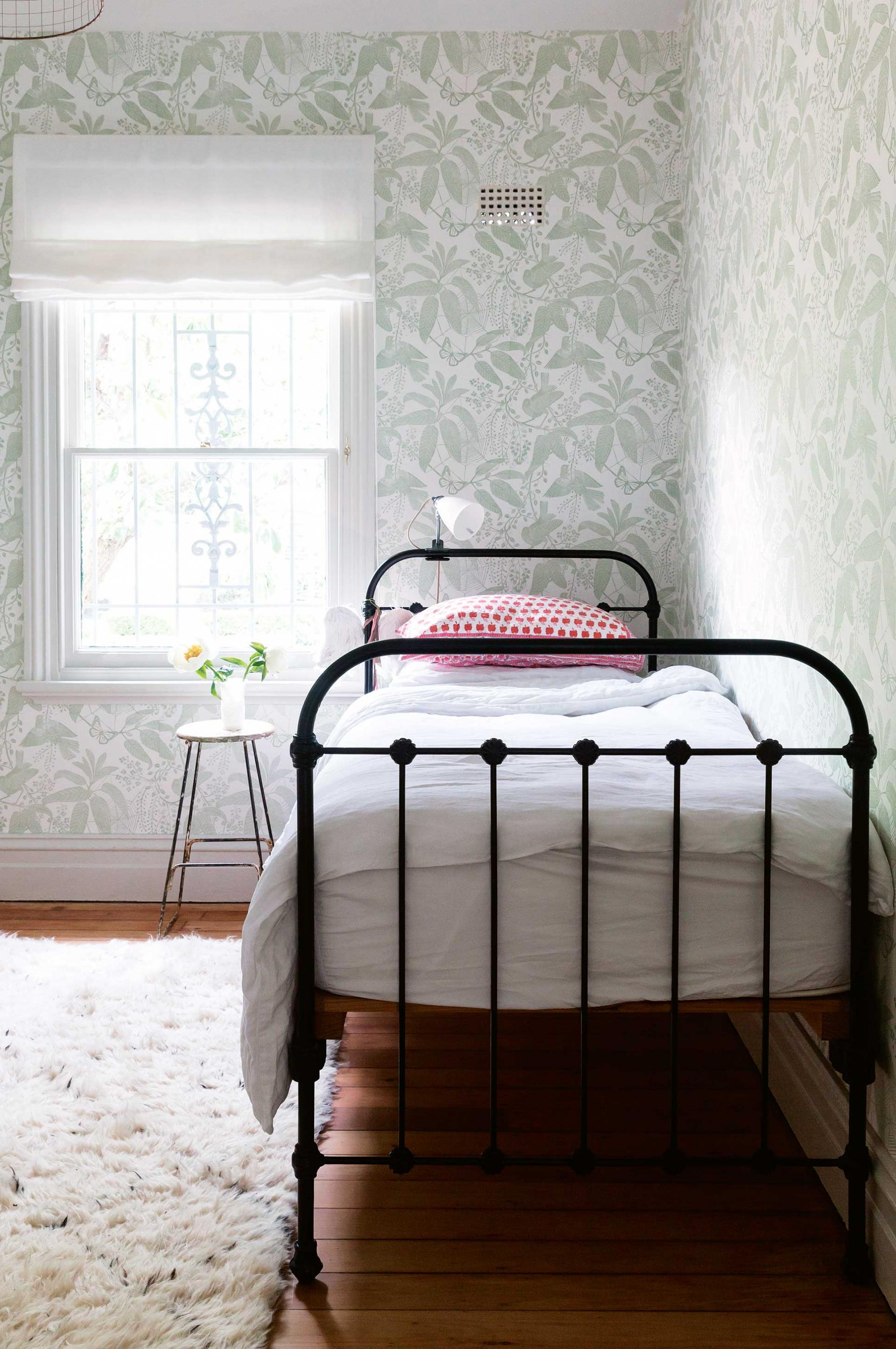 bdabcdfeacf-bird-bedroom-wallpaper-wp5802388-1