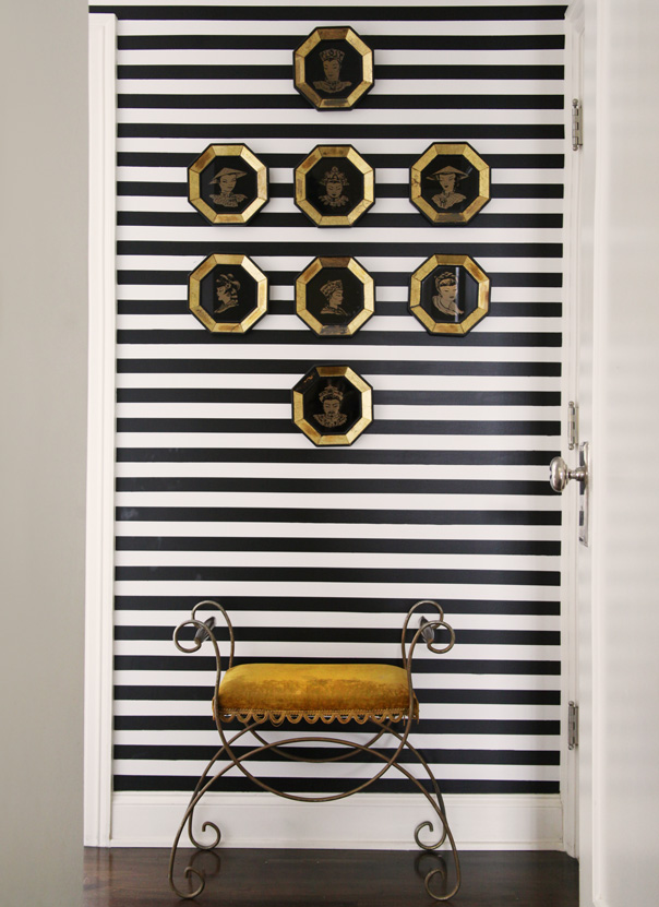 black-and-white-thin-stripes-on-a-small-wall-wallpaper-wp6002395