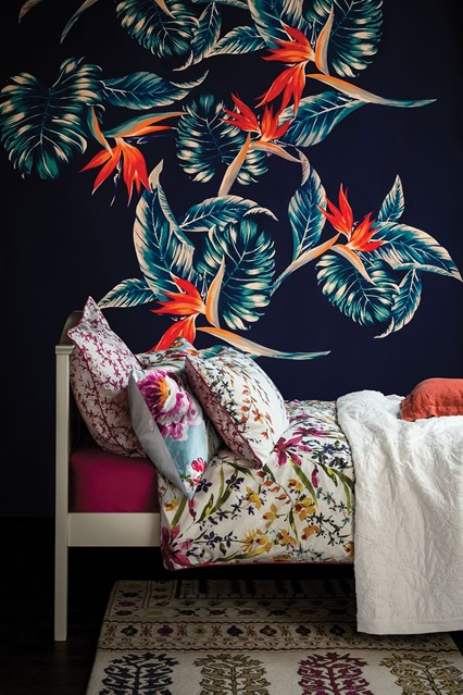 bold-dark-Bedroom-Decorating-Ideas-Design-houseandgarden-co-uk-wallpaper-wp5403774