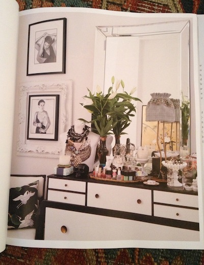 change-current-knobs-on-dresser-to-get-this-black-and-white-dresser-inspiration-by-Nate-Berkus-Des-wallpaper-wp4405671