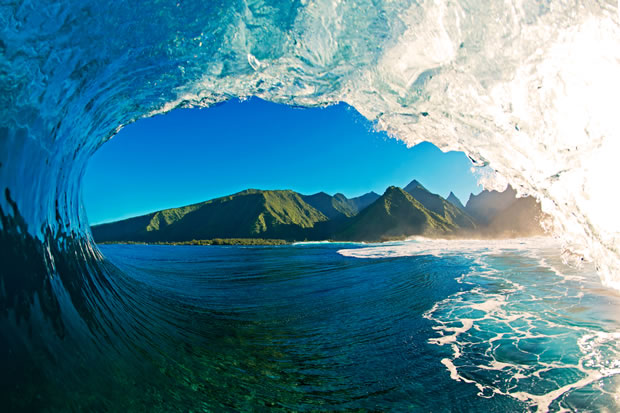clark-little-photographs-very-big-waves-as-they-crash-to-shore-north-wallpaper-wp3004397