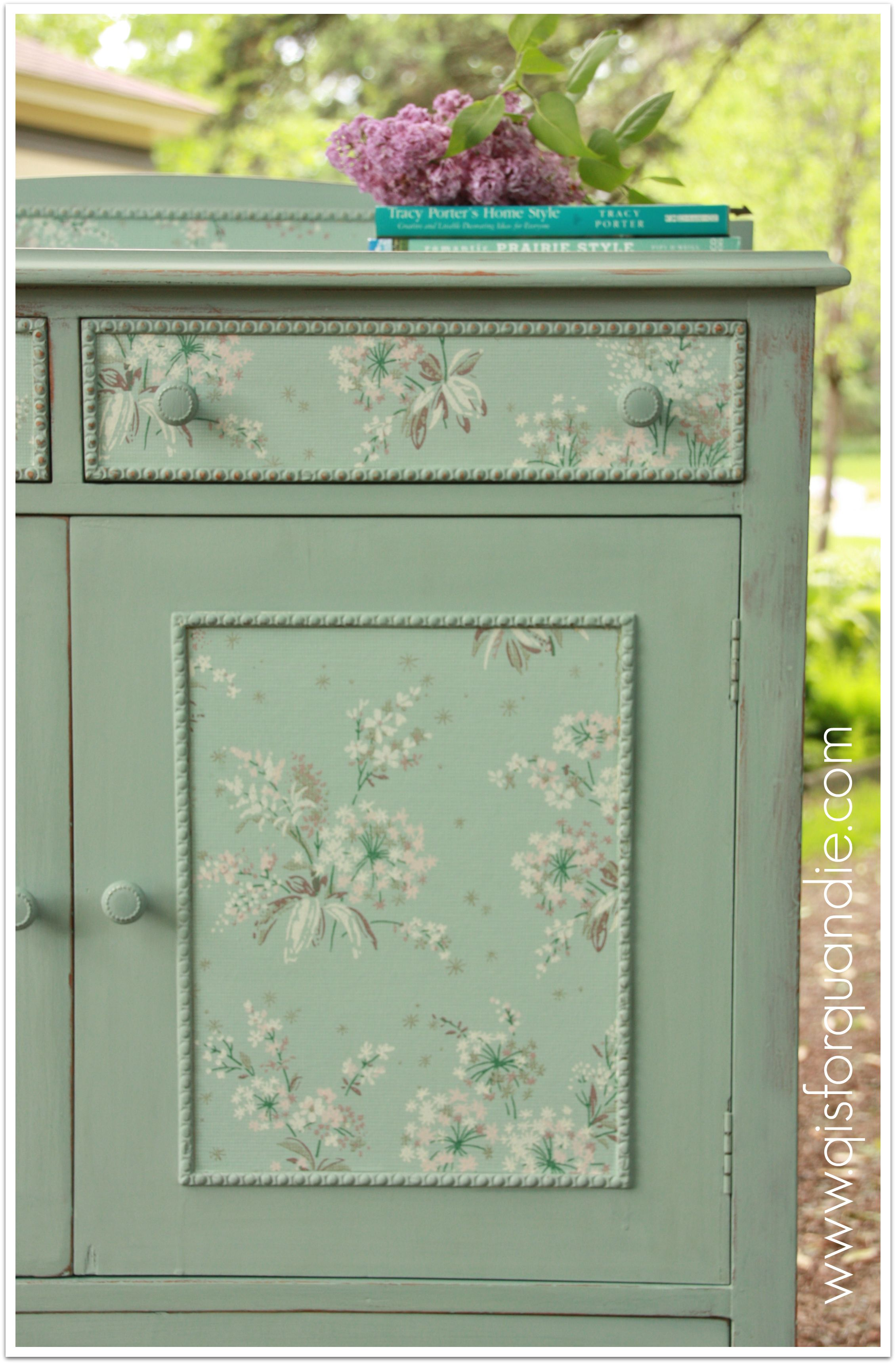 ed-linen-press-dresser-q-is-for-quandie-Zone-wallpaper-wp52012602