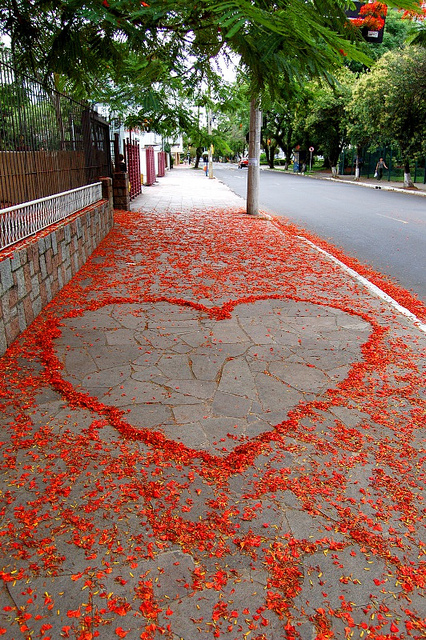 feaddeaedbbdd-street-art-love-heart-wallpaper-wp5802650