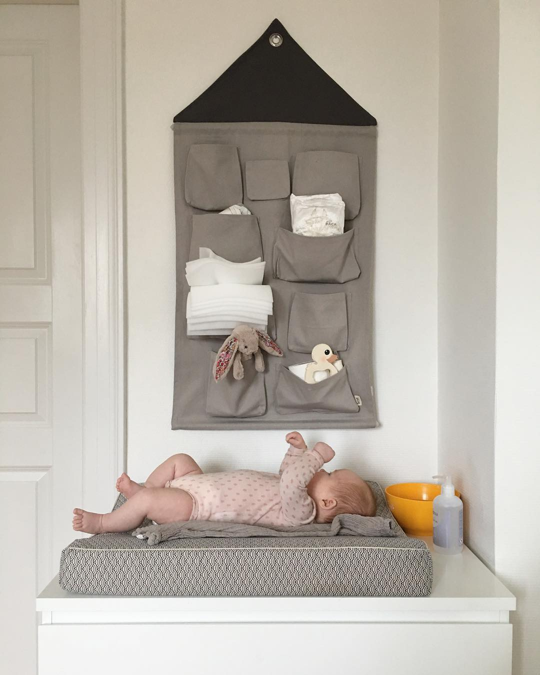 ferm-LIVING-House-Wall-Storage-https-www-fermliving-com-webshop-shop-kids-room-kids-wall-decorati-wallpaper-wp5007400