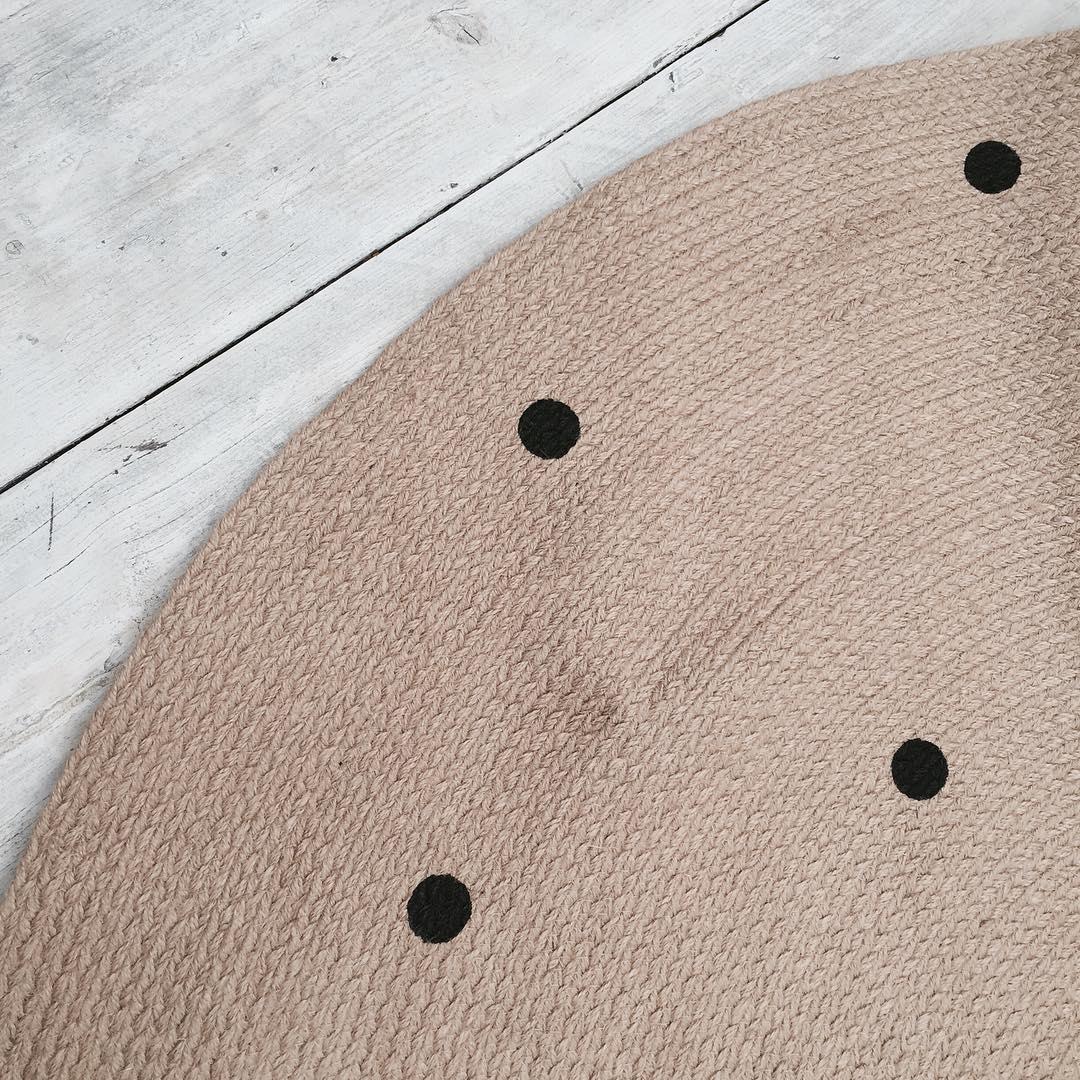 ferm-LIVING-Jute-carpet-https-www-fermliving-com-webshop-shop-news-kids-aw-jute-carpet-black-do-wallpaper-wp5007402