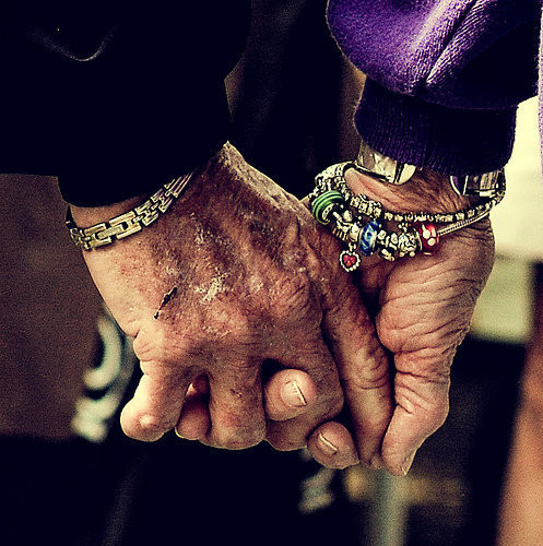 holding-hands-wallpaper-wp5201580