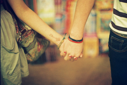 holding-hands-wallpaper-wp520379
