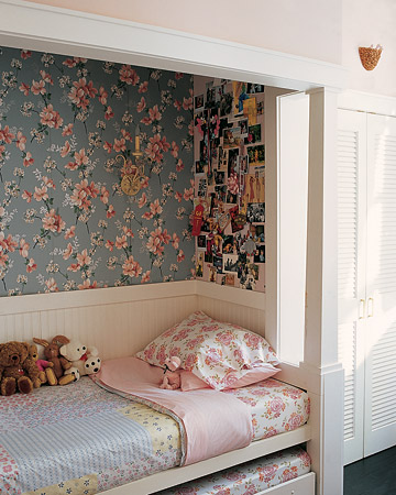 vintage-sleeping-nook-florals-wallpaper-wp4210397