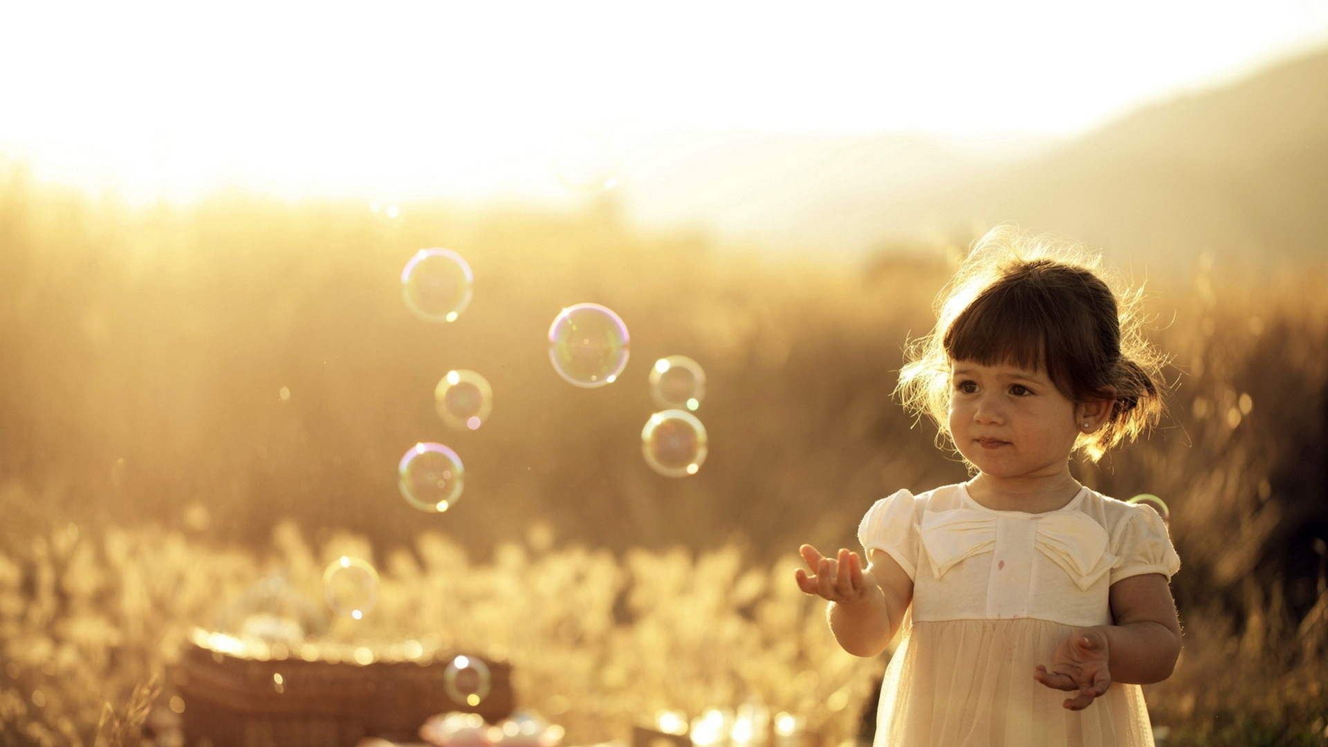 1920x1080-girl-summer-light-bubbles-wallpaper-wpc580996