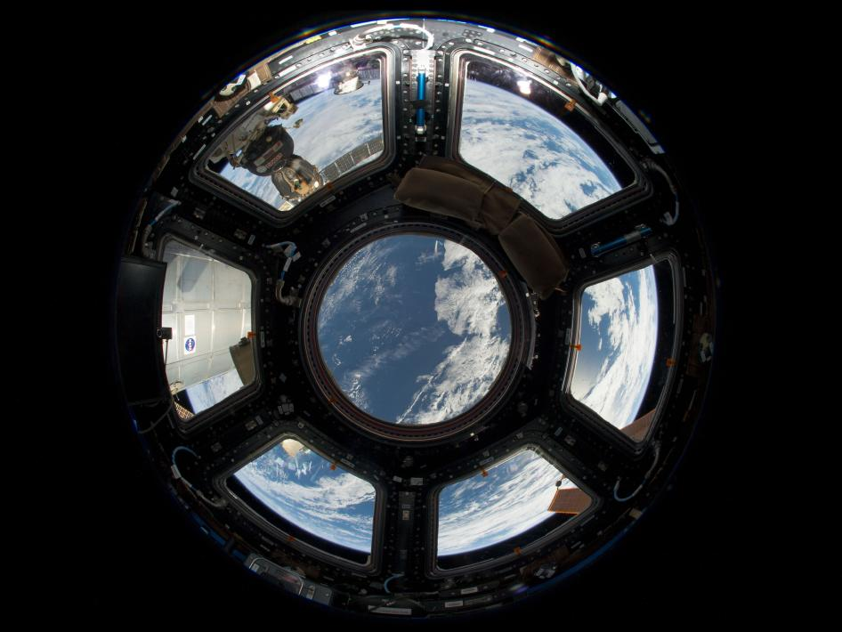 An-Astronaut-s-View-from-Station-wallpaper-wp3802360