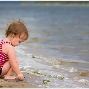 Baby-Playing-On-Beach-Cute-baby-playing-on-beach-cute-1080p-baby-playing-on-b-wallpaper-wp3802743