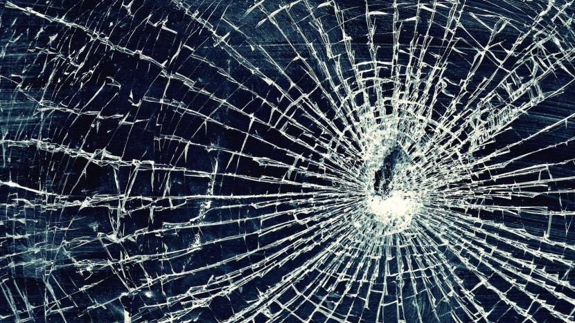Broken-Screen-Prank-For-iPhone-iPod-Windows-and-Mac-Laptop-wallpaper-wpc9203237