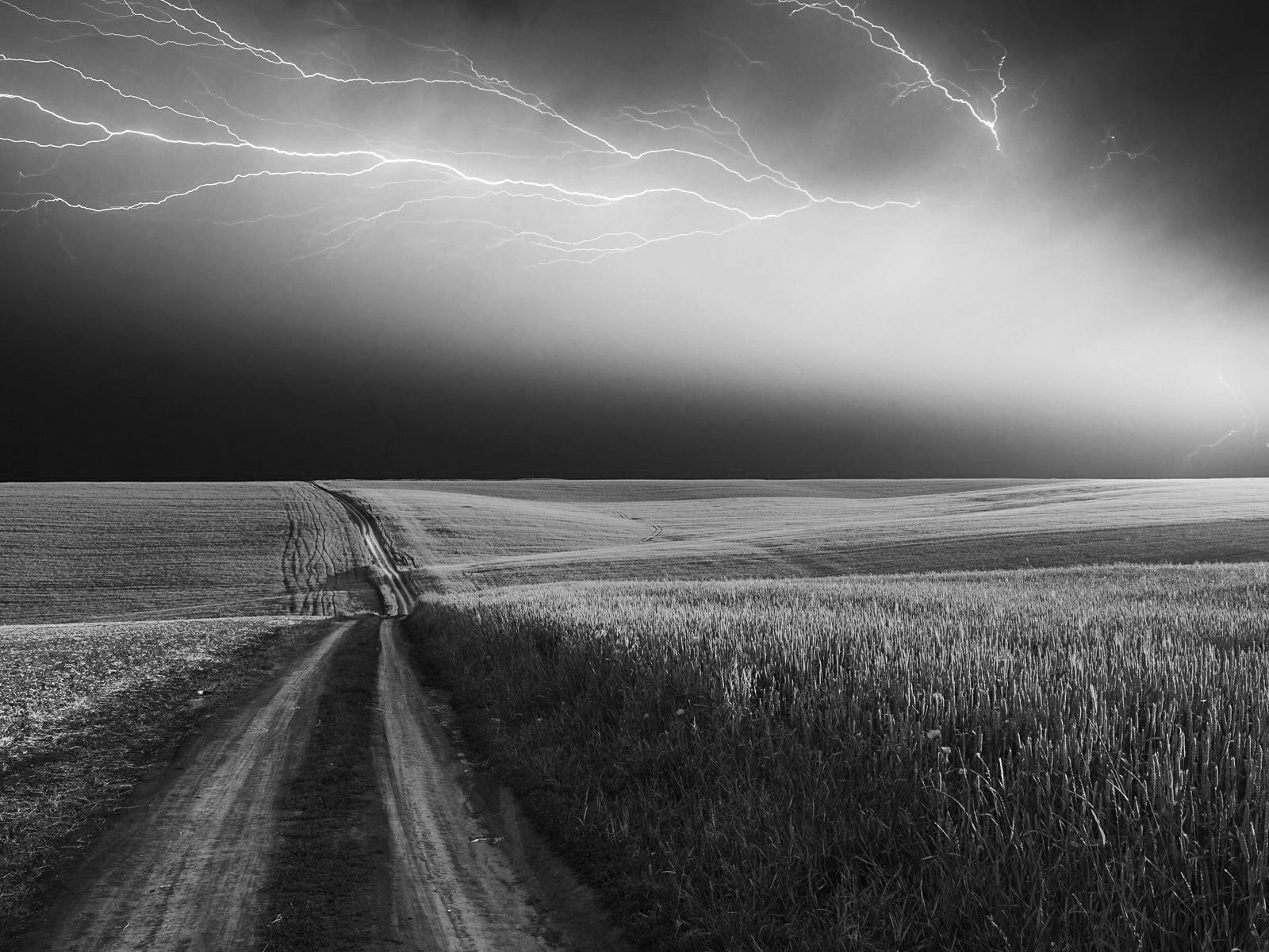 Nature-Lightning-Sky-Storm-Clouds-Thunderstorm-Rain-National-Geographic-Sky-Nature-Ligh-wallpaper-wpc5807545