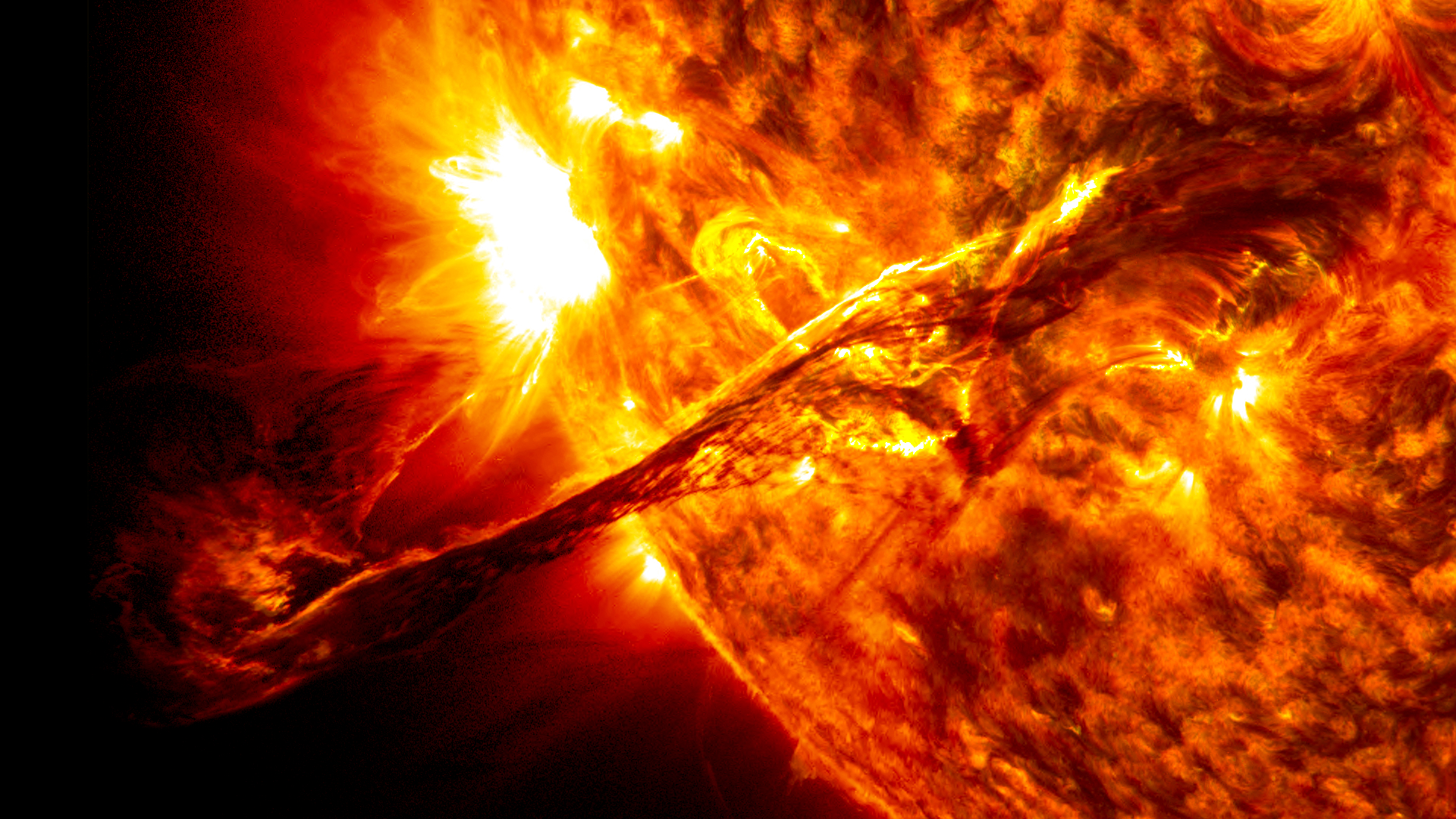 On-Aug-a-giant-prominence-on-the-sun-erupted-sending-out-particles-and-a-shock-wave-that-wallpaper-wpc5807818