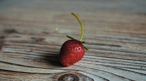 Preview-strawberry-berry-ripe-wooden-table-1920x1080-wallpaper-wp3609803