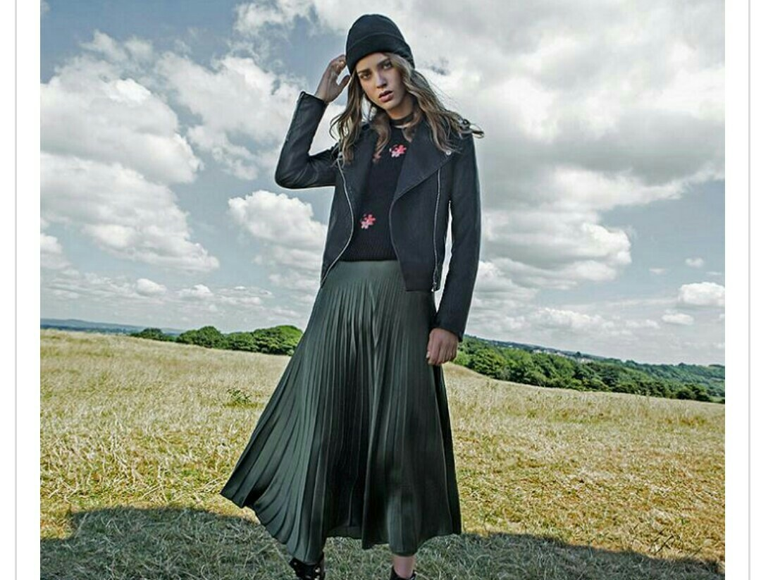 baceeddebaaeb-cat-logo-jumpsuit-dress-wallpaper-wpc5802455