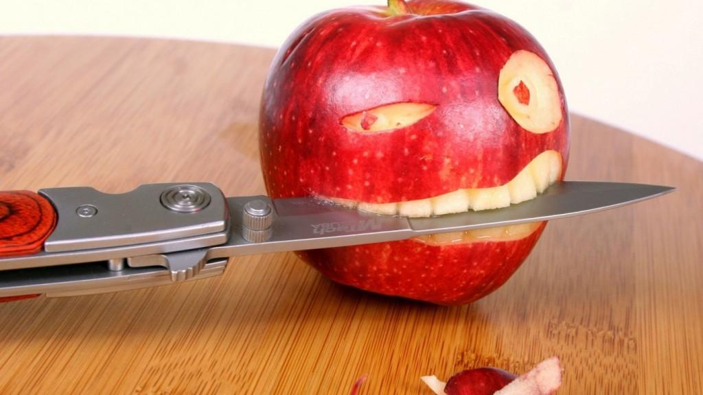 Desktop-Funny-Wallpapers-HD-Funny-Apple-Knife-1366x768-1024x576