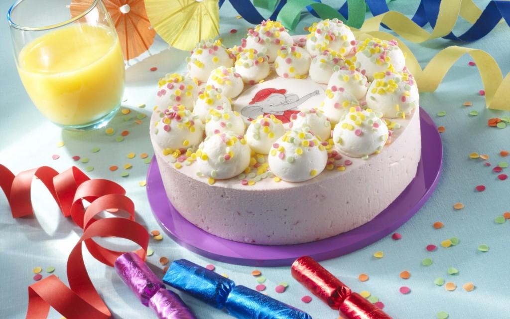 Birthday-cake-wallpaper3-1024x640