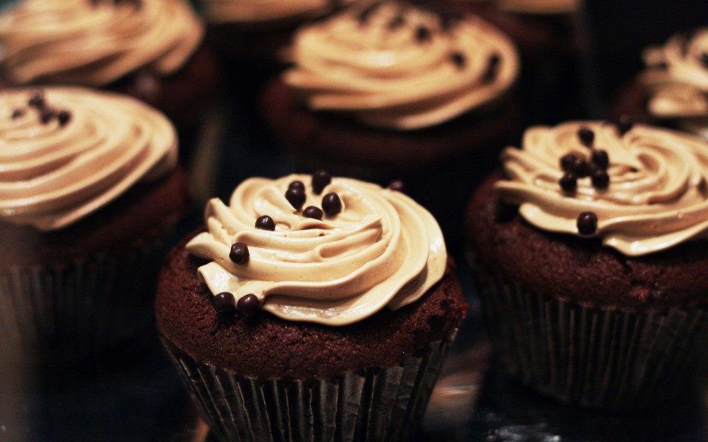 chocolate-cupcakes-wallpaper-3-1024x640