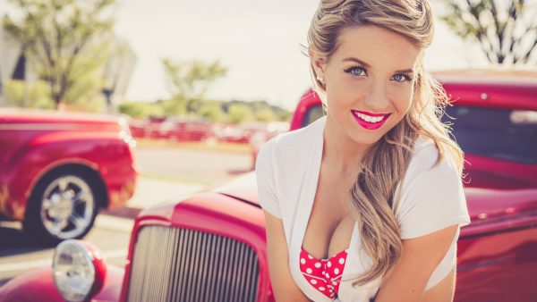 pin-up-wallpaper-HD10-600x338