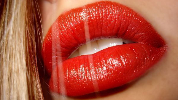 lips-wallpaper5-600x338