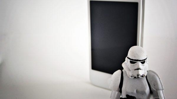 white-wallpaper-iphone-HD9-600x338