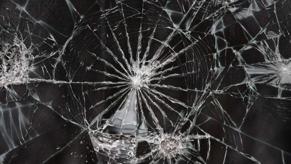 cracked-screen-wallpapers-HD7-600x338