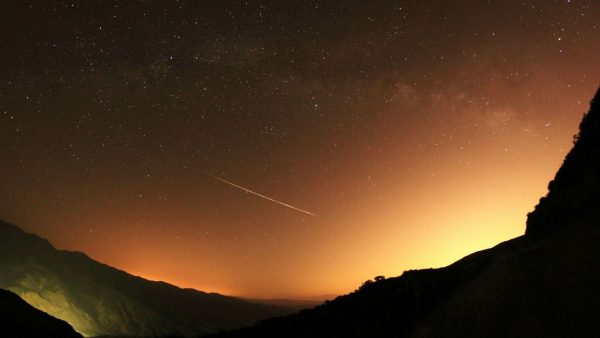 shooting-star-wallpaper-HD7-600x338