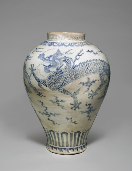 A-Blue-and-White-Porcelain-Dragon-Jar-Blouin-Boutique-Christies-Fall-sale-of-Japanese-wallpaper-wp5602662