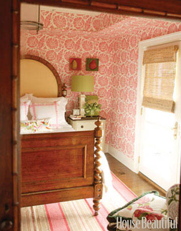 A-Pretty-Guest-Room-Designer-Healing-Barsanti-used-an-antique-barley-twist-bed-in-this-guest-room-wallpaper-wp5803225