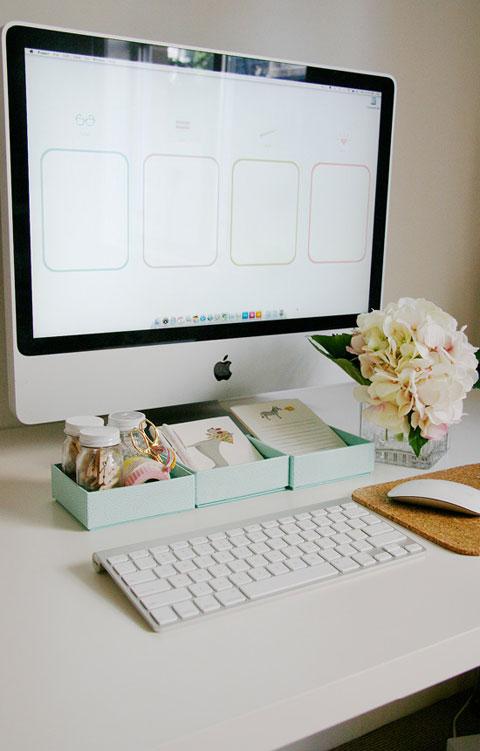 A-Pretty-Organized-Desktop-FREEBIE-DOWNLOAD-wallpaper-wp4002754