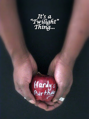 A-Twilight-themed-birthday-party-Have-name-use-her-hands-nails-painted-holding-a-red-apple-wallpaper-wp5203688