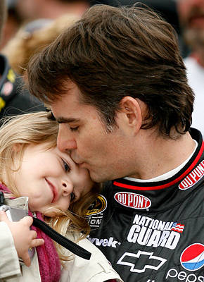 A-father-s-love-Jeff-Gordon-kisses-his-daughter-Ella-Sofia-prior-to-the-NASCAR-Sprint-Cup-Serie-wallpaper-wp3002870