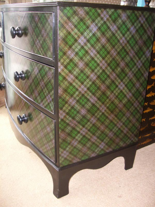 A-handsome-Victorian-chest-of-drawers-decorated-in-tartan-and-a-great-accent-paint-Lovely-wallpaper-wp5203668