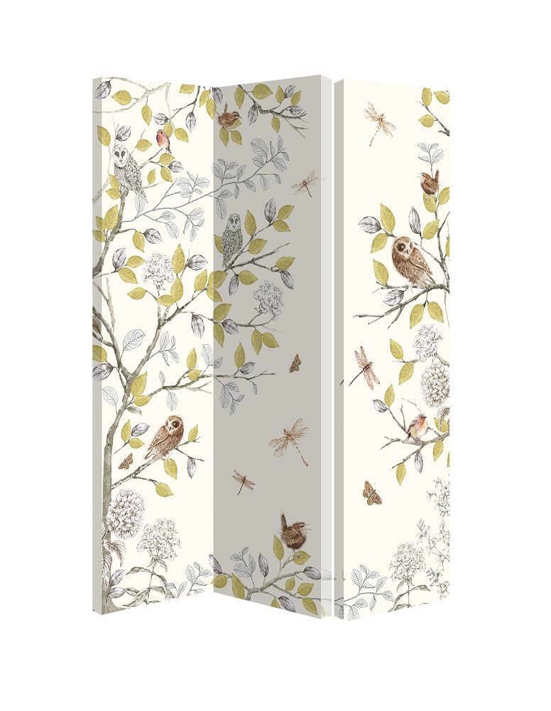 A-hinged-screen-or-room-divider-with-linked-panels-patterned-on-one-side-only-wallpaper-wp423358