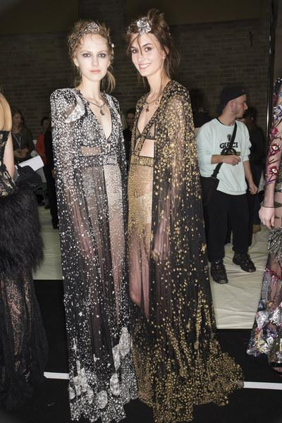A-look-backstage-at-Alexander-McQueen-s-Fall-fashion-show-wallpaper-wp3002895