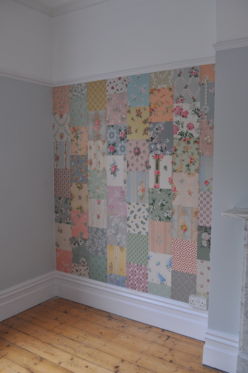 A-patchwork-quilt-effect-using-vintage-cuttings-on-a-wall-wallpaper-wp5004208