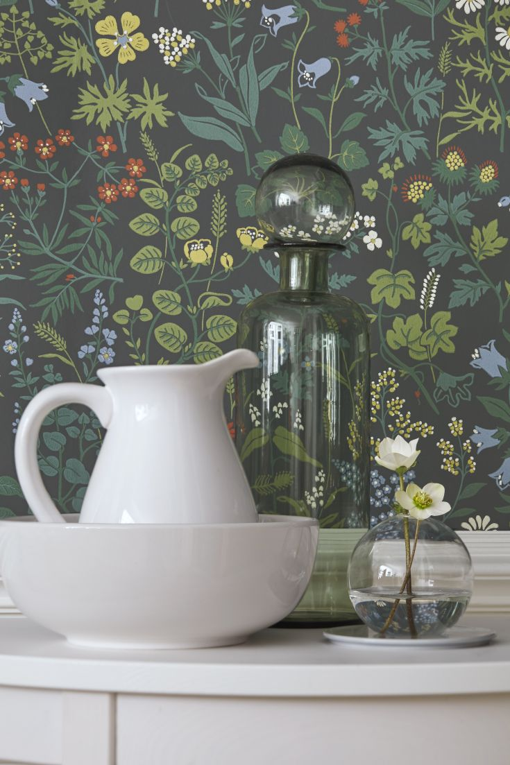 A-pretty-floral-design-featuring-a-plethora-of-wild-flowers-including-daisies-and-buttercu-wallpaper-wp423372