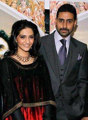 Abhishek-Bachchan-and-Sonam-Kapoor-at-event-of-Delhi-wallpaper-wp5004245
