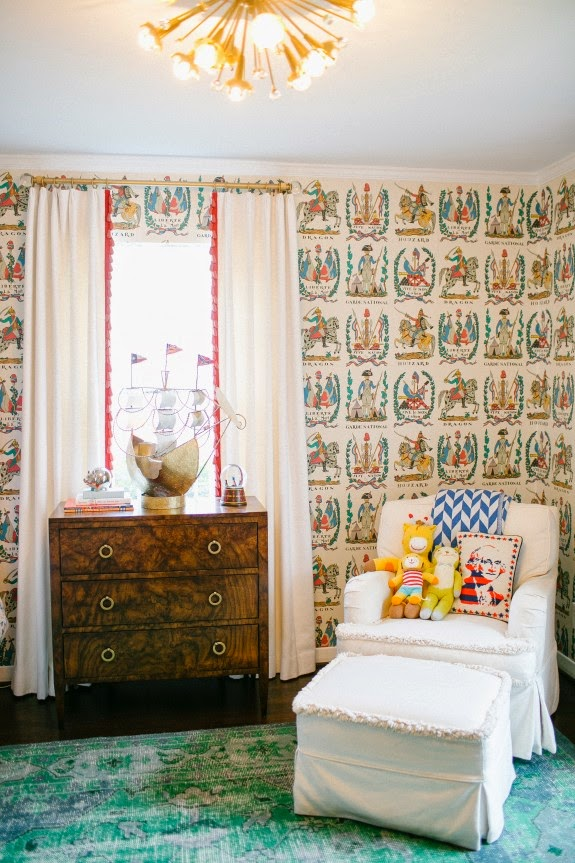 Adorable-bedroom-by-Bailey-McCarthy-with-Brunschwig-and-Fils-Battle-of-Valmy-Belclaire-wallpaper-wp5203874