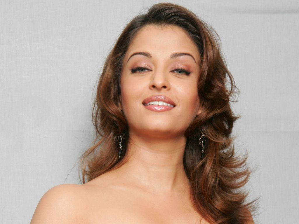 Aishwarya-Rai-Join-thousands-of-members-collecting-beautiful-signed-celebrity-pict-wallpaper-wp5004372