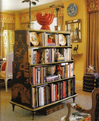Alex-Papachristidis-now-this-is-a-bookcase-a-fabulous-double-sided-black-and-gold-Chinoiserie-bo-wallpaper-wp5004391