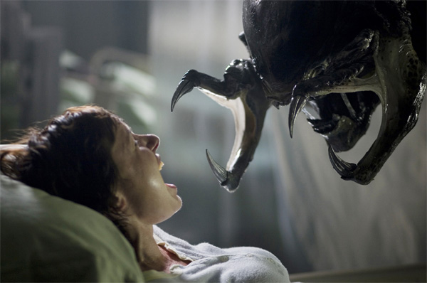 Aliens-vs-Predator-Requiem-The-maternity-ward-scene-with-the-Predalien-is-awful-wallpaper-wp5004413