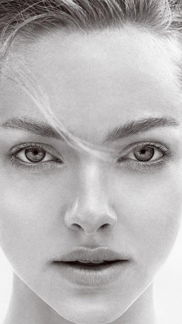 Amanda-Seyfried-Face-Bw-Celebrity-iPhone-s-wallpaper-wp423585