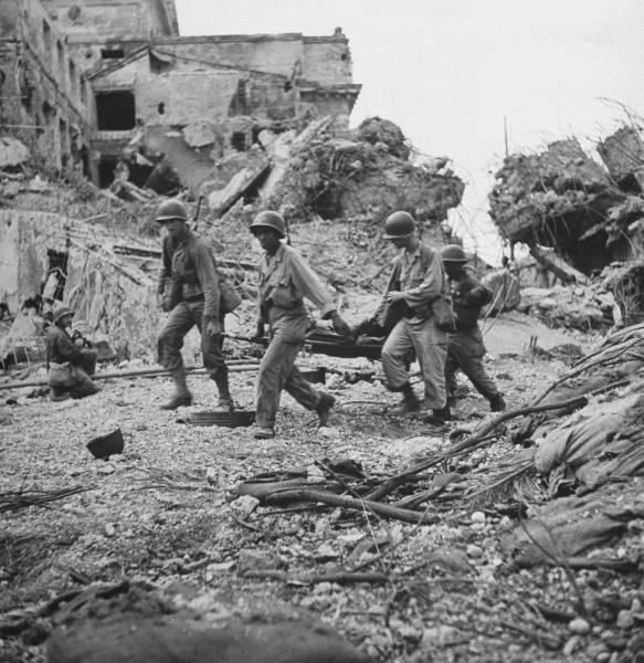 American-soldiers-coming-ashore-under-fire-D-Day-wallpaper-wp3003185