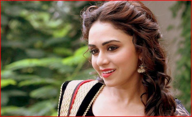 Amruta-Khanvilkar-Age-Wiki-Bio-Boyfriend-Movies-wallpaper-wp5602857