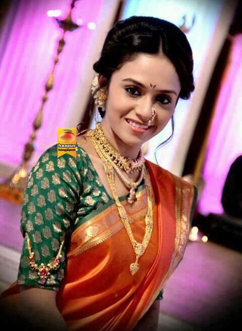 Amruta-Khanvilkar-I-LOVE-the-long-sleeves-with-the-bajuband-on-top-wallpaper-wp5602871