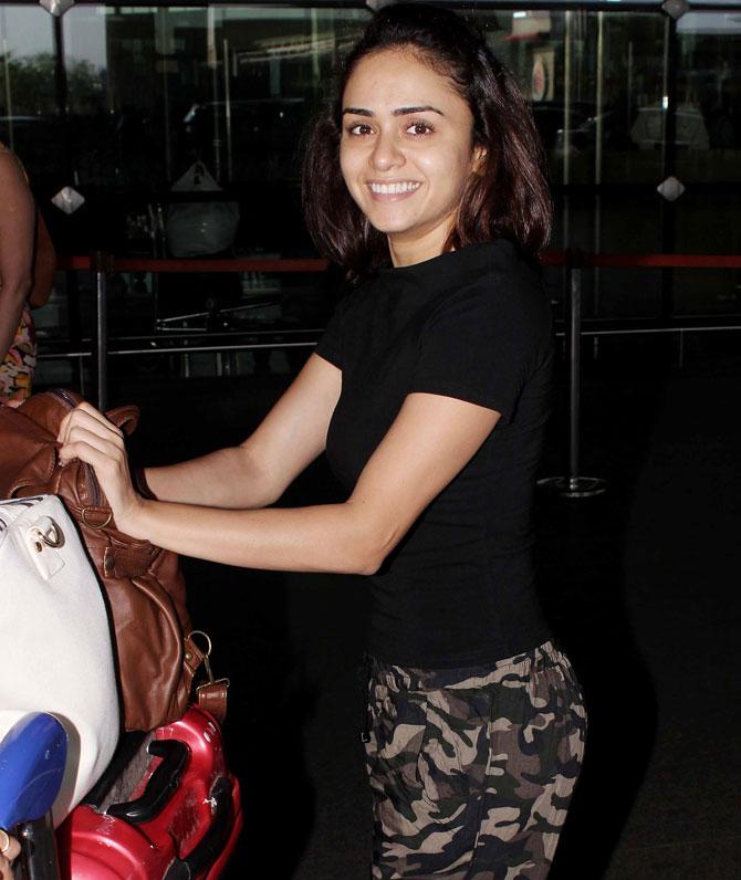 Amruta-Khanvilkar-at-the-Mumbai-airport-Bollywood-Fashion-Style-Beauty-Hot-y-Marathi-wallpaper-wp5602863