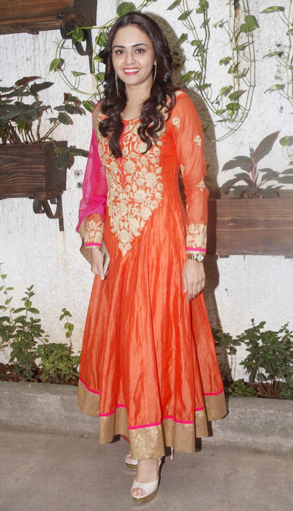Amruta-Khanvilkar-at-the-trailer-and-poster-launch-Baji-Bollywood-Fashion-Style-Beauty-wallpaper-wp5602865